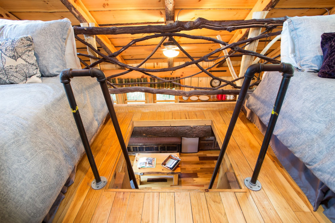 the mohicans treehouse glampingcom - Treehouse Masters Inside